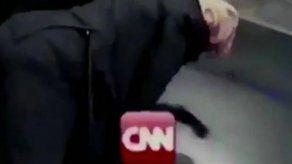 Trump muele a golpes en un videomontaje a un hombre con el logo de CNN