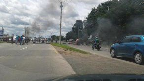 Precaristas protestan en la vía Interamericana en Chiriquí