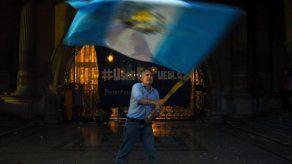 Involucran a vicecanciller con adopción ilegal en Guatemala