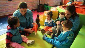 Quito echa mano de dos muñecos para prevenir el abuso sexual infantil