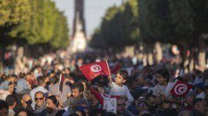 Túnez elige presidente entre un magnate o un profesor