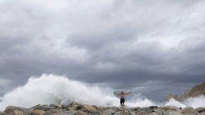 Huracán Lorena amenaza Los Cabos