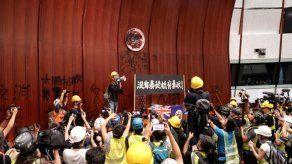 El Parlamento hongkones cerrará al menos dos semanas por los daños del asalto