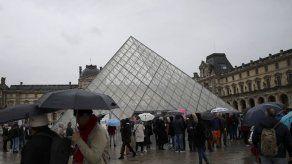 Mona Lisa sola: miedo al virus mantiene cerrado el Louvre