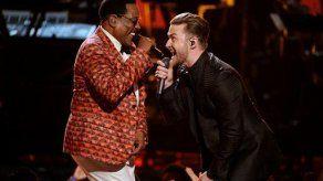 Charlie Wilson recibe homenaje en los Premios BET
