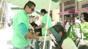 Invidentes mexicanos alivian con masajes los problemas musculares