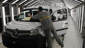 Renault recorta pronósticos por caída en ventas
