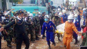Camboya acusa a 7 personas por derrumbe de edificio en obras
