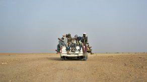 Rescatan a más de 80 migrantes en el desierto del Sahara