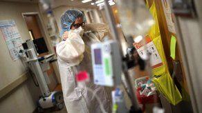Autoridades temen por agotamiento del personal médico en las UCI