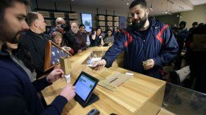 Abren primeras tiendas de marihuana en Massachusetts