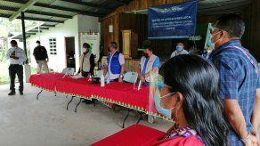 Luis Francisco Sucre, ministro de Salud durante su visita a la comunidad de Kankintú en la Comarca Ngäbe-Buglé.