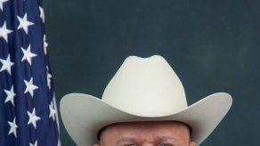 Matan por la espalda a policía en gasolinera en Houston