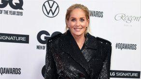 El cirujano de Sharon Stone aumentó el tamaño de sus pechos sin su consentimiento