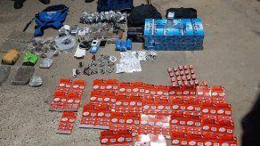 Incautan cuatro maletines cerca del Centro Penitenciario La Joya con presunta droga y otros artículos prohibidos