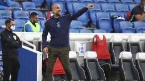 Guardiola arremete contra rivales por campaña de rumores