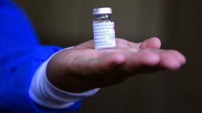Investigan vacunación irregular en Paraguay, donde se encuentran los nombres de algunos políticos.