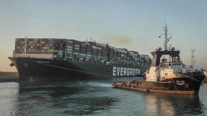 Se alivia embotellamiento en Canal de Suez