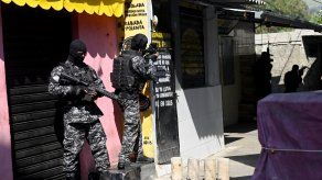 Oficiales de la Policía de Río de Janeiro durante un operativo antidrogas en la favela Jacarezinho.