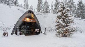 La tierra de Papá Noel se prepara para un gélido y solitario invierno turístico