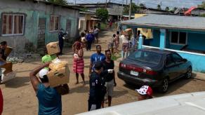 Mariano Rivera envía cajas de comida a Puerto Caimito