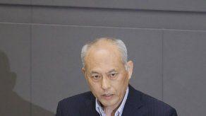 Gobernador de Tokio ofrece bajarse sueldo a la mitad por escándalo de gastos