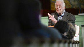 Dan de alta al expresidente Carter tras cirugía craneal