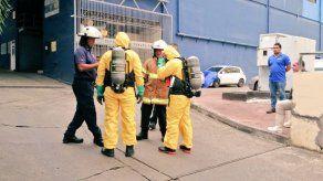 Bomberos atienden emergencia por derrame de químico en la vía España
