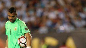 Operan con éxito a panameño Pimentel tras lesión en Copa América