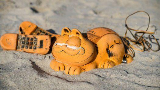 Tras 30 años se resuelve el misterio de los teléfonos Garfield que aparecían en playas francesas