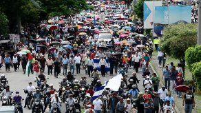 Protestas de médicos y maestros continúan en Honduras por segundo día