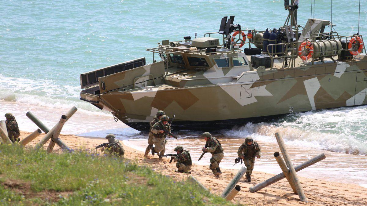 Las tropas rusas empezaron a retirarse un día antes de que entre en vigor la limitación impuesta por Rusia a la navegación de barcos militares y oficiales extranjeros en tres áreas del mar Negro frente a las costas de Crimea.