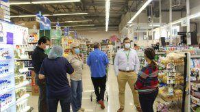 Minsa verifica cumplimiento de medidas de distanciamiento social en comercios