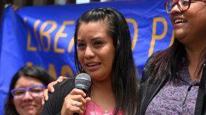 Fiscalía salvadoreña apela liberación de mujer acusada bajo ley antiaborto