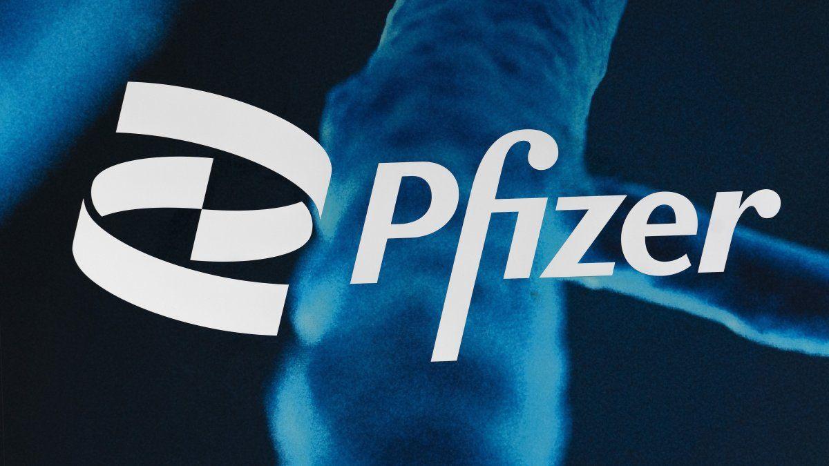 Después de que los participantes recibieron la segunda dosis de Pfizer, la protección alcanzó un máximo de 96%. Pero para el cuarto mes, la efectividad era de 90%, y para el sexto mes, era de aproximadamente 84%.