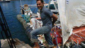 Balsa hecha con basura cruza el Pacífico en tres meses