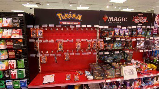 En abril, Target comenzó a limitar la venta a un paquete de cartas Pokémon por persona.