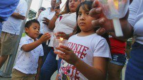 Sepultan a migrantes salvadoreños ahogados en el río Bravo