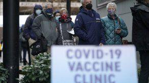 Anciana camina millas en la nieve para vacunarse en Seattle