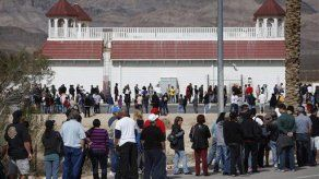 Multitudes en EEUU buscan premio récord de lotería