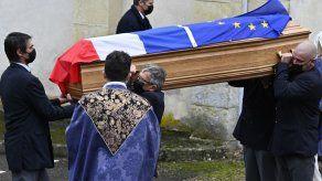 Expresidente francés Giscard dEstaing es enterrado en una ceremonia familiar