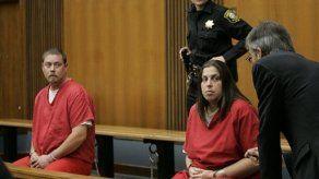 EU: Acusan a pareja de torturar a un adolescente