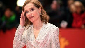 Huppert recreó su dominadora Eva en una Berlinale de escritores atrapados