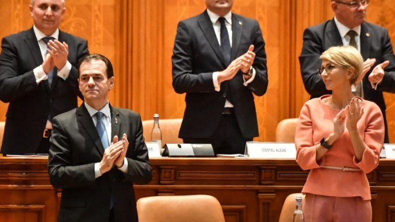Parlamento rumano aprueba al nuevo gobierno minoritario de corte liberal