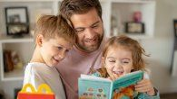 Desde hace 8 años, ArcosDorados promoviendo la lectura infantil en todos losrestaurantes McDonald's, la cual permite escoger entre un libro o un juguete concada menú de Cajita Feliz.