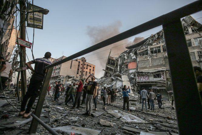 Portavoces militares israelíes dijeron que han bombardeado Gaza más de 600 veces desde el lunes y desde la Franja los movimientos armados palestinos han lanzado más de 1.600 cohetes en dirección a Israel.