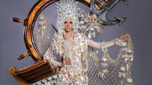 Carmen Jaramillo modelando el diseño que utilizará en la competencia de traje típico de Miss Universo 2020.