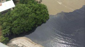 Investigan mancha en área costera de Panamá Viejo