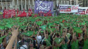 Pañuelazo verde en Congreso por aborto legal en Argentina