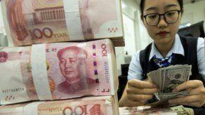El yuan chino sigue en caída ante temor por guerra comercial